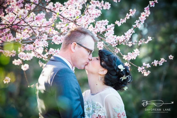spring wedding kiss